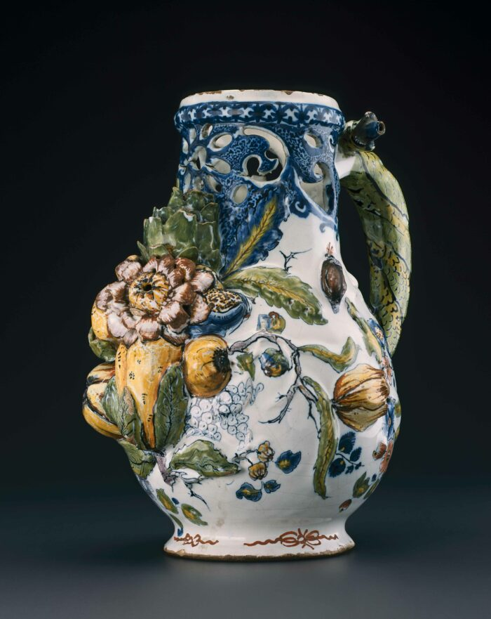 Jug with rococo decoration, 2nd halve 18th century © Y.Peeters