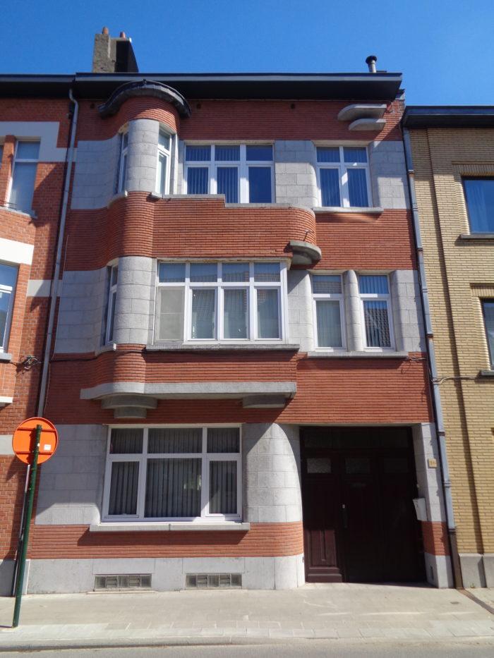 Immeuble à appartements de style moderniste © E. Matagne